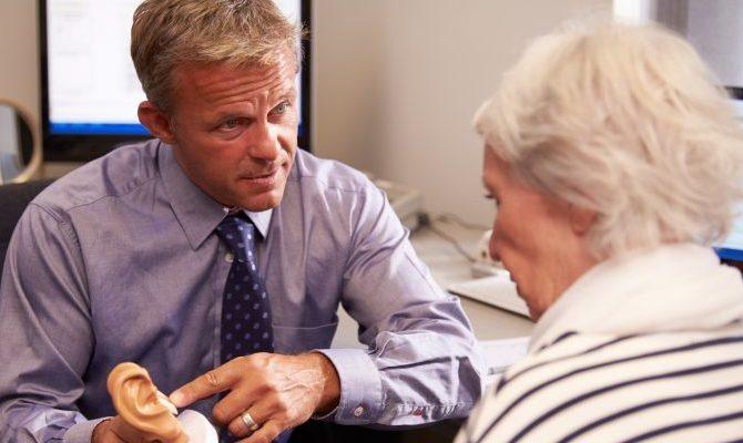 Klausimai, kurių reiktų klausti prieš įsigyjant kaulinio laidumo klausos prietaisą